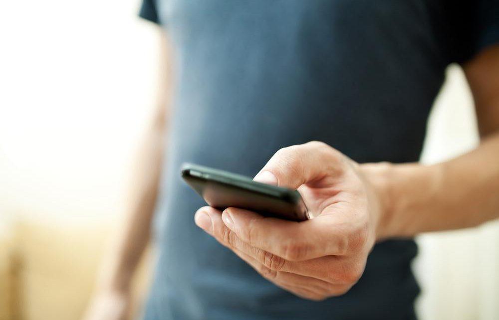 smartfon u ruci